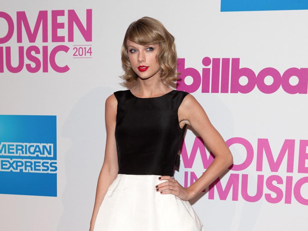 taylor-swift-billboard-women-in-music-luncheon-dec-12-nyc-ftr