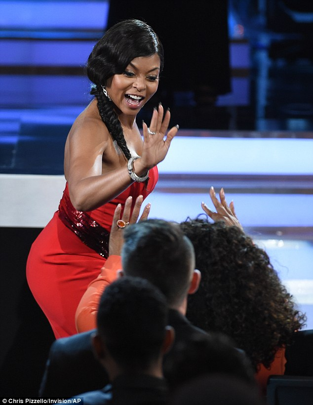 256A0DD200000578-2943533-High_five_Taraji_P_Henson_not_only_won_Outstanding_Actress_in_a_-a-166_1423286234090