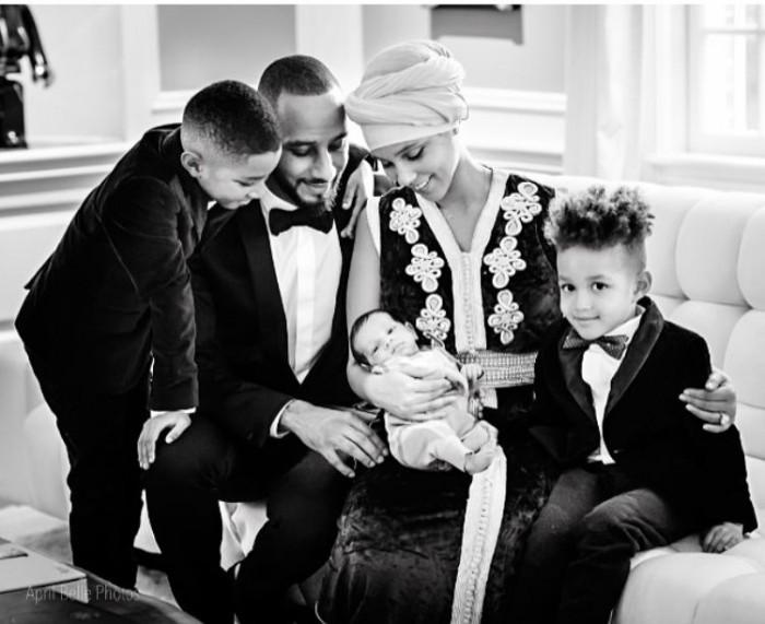 Swizz-Beatz-and-Alicia-Keys-family-portrait-with-Genesis-Ali-700x571